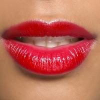 Le rouge à lèvres rouge : un symbole de séduction indémodable, mais pas que